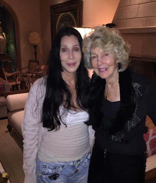 Певица Шер с мамой