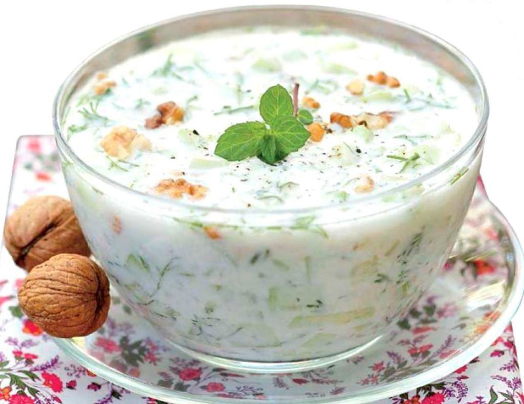 Холодный-болгарский-суп-«Таратор»