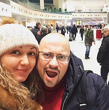 В аэропорту с невестой Дианой