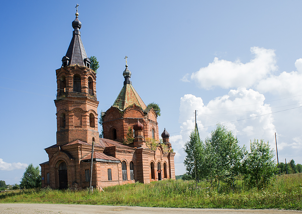 Камгорт. Церковь Введенская