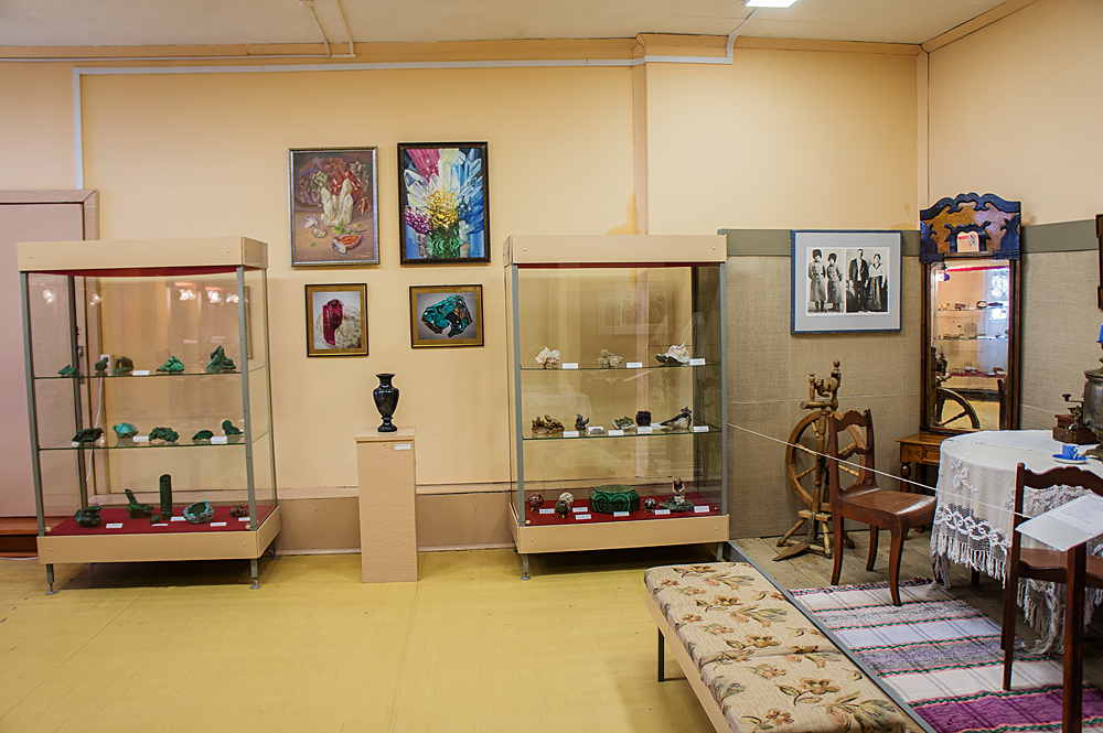 В музее Мурзинки