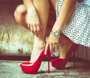 topuklu-ayakkabi-giymenin-zararlari-534x462