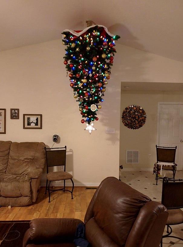 елка на потолке