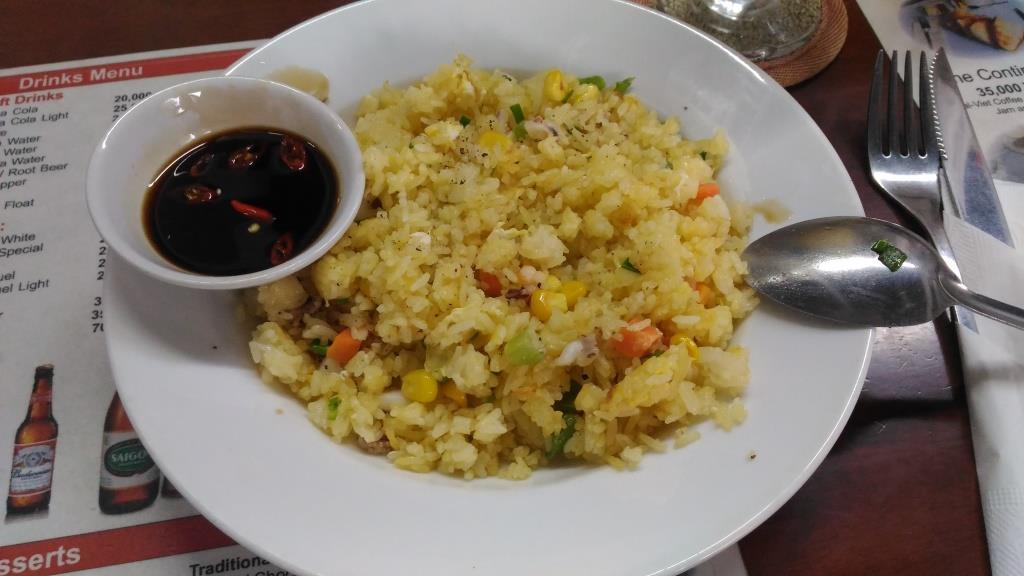 Рис + морепродукты. Как видите, хозяин заведения -  не самый щедрый человек