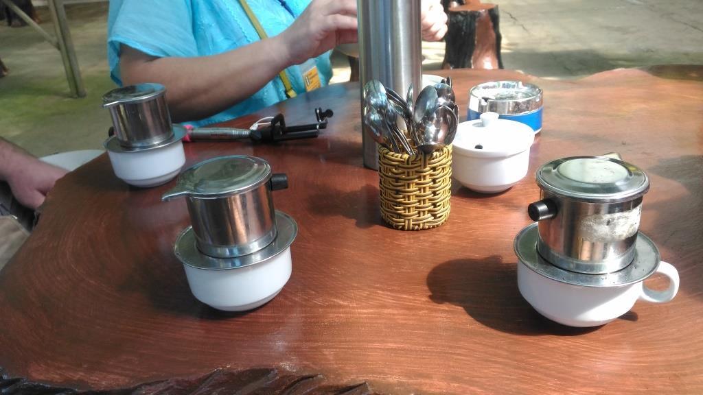 Дегустация кофе в Далате на водопаде Пренн стоит 50000 донгов. Если купите кофе - бесплатно