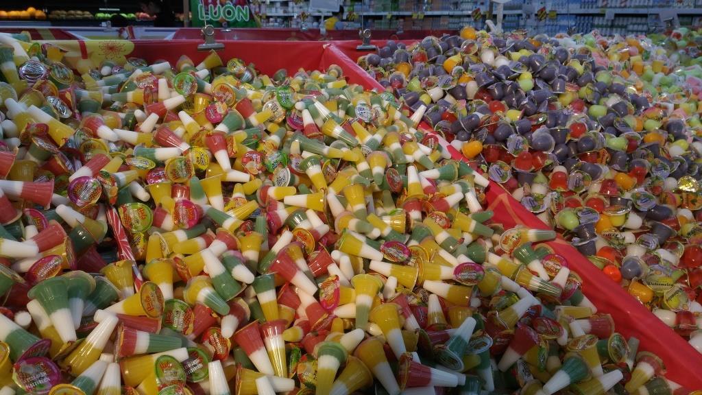 Яркие и забавные конфетки в супермаркете. В качестве сувенира можно набрать каждого вида по несколько штук. Стоить это будет сущие копейки