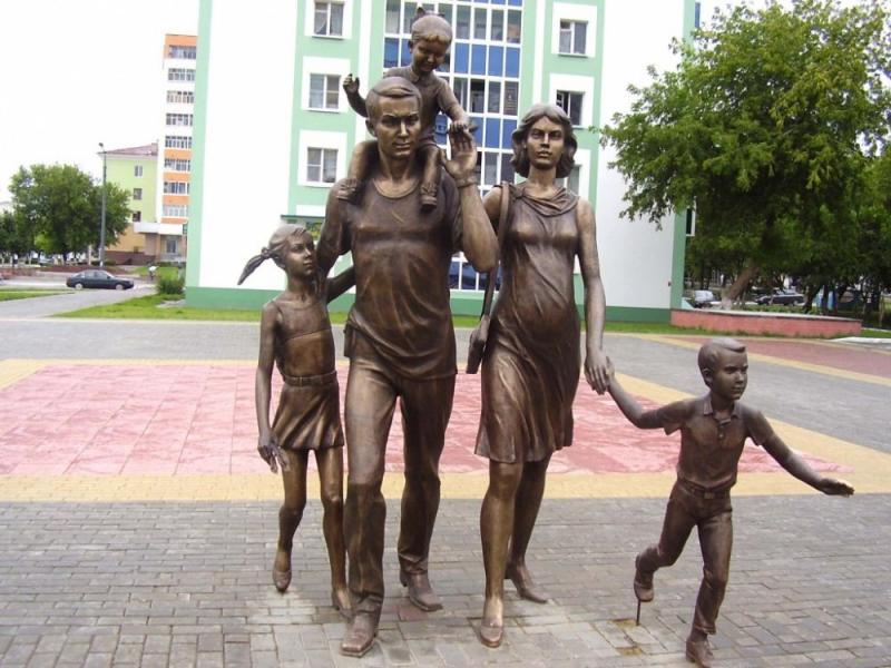 семья памятник в саранске