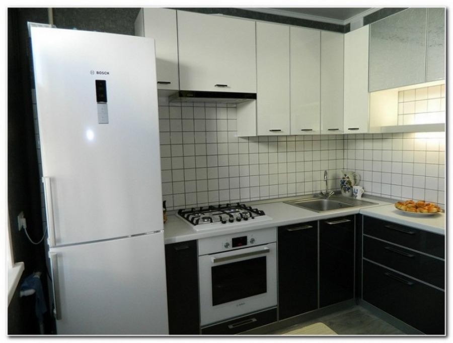 Белая кухня с угловой планировкой - проект очень красивый.