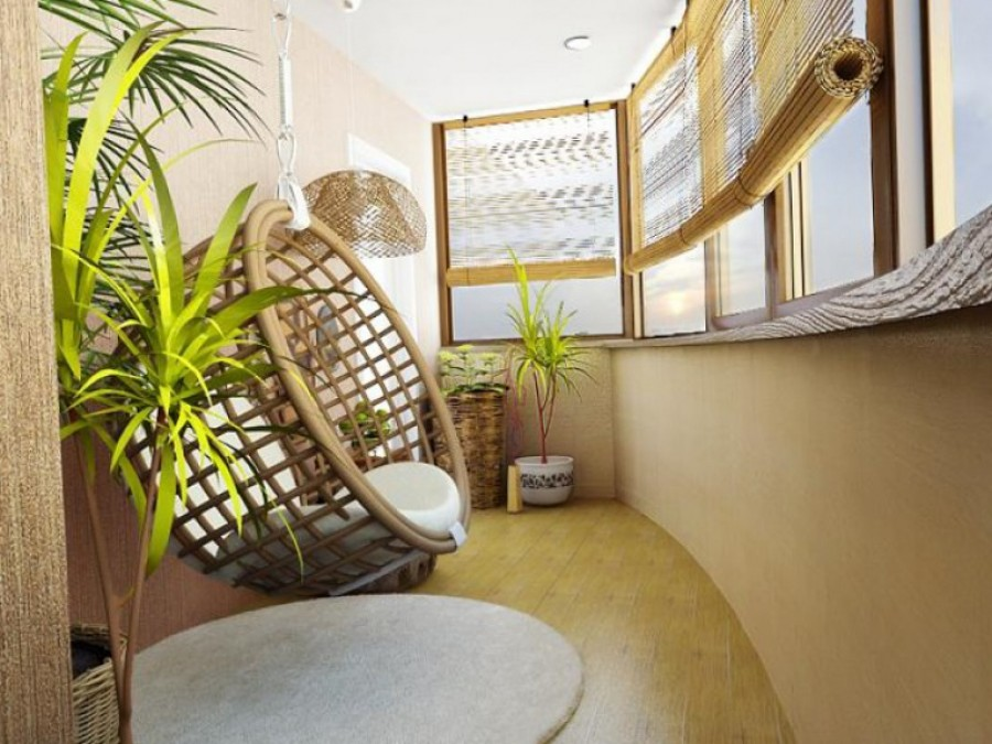 Дизайнерское решение - деревянный балкон.