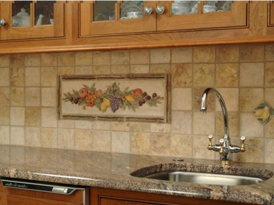 Рабочая зона в кухне должна быть защищена от влаги и грязи.