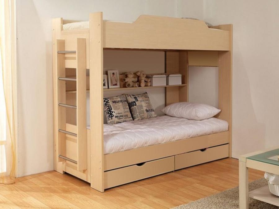 Двухъярусные кровати могут иметь удобные лесенки