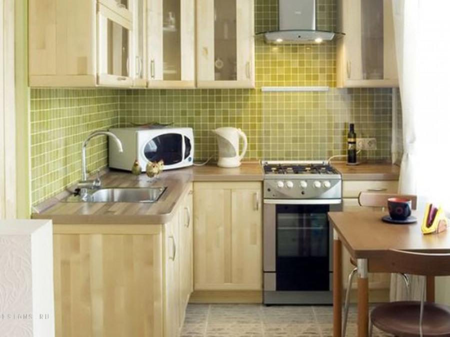 Удобная расстановка мебели в интерьере кухни маленького размера