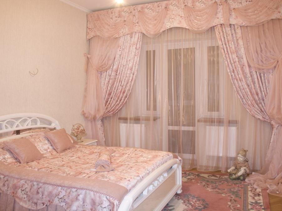Стильные шторы в спальне