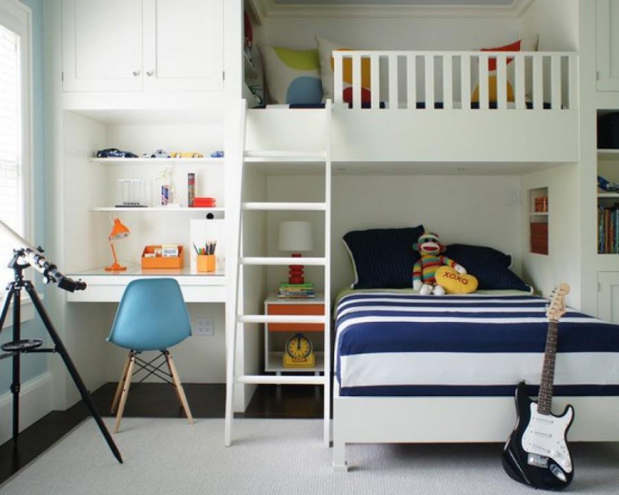 Светлая детская комната - здесь будет уютно двум мальчикам