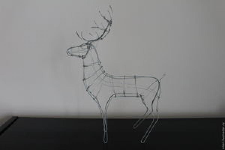 Как сделать оленя из пенопласта, потолочных плит, проволоки, картона, фетра, винных пробок. Подборка идей для создания поделок с детьми