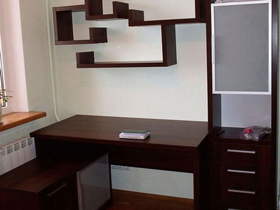 Письменные столы угловые с полками