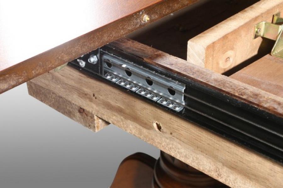 Очень удобное решение - раздвижной обеденный стол