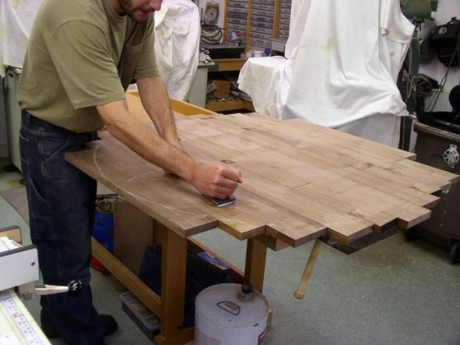 Изготовление обеденного стола начинается с выбора древесины