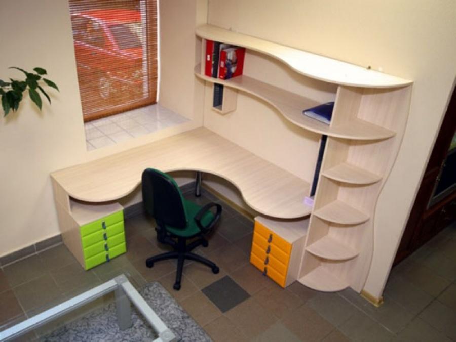 Выбор письменного стола для школьника