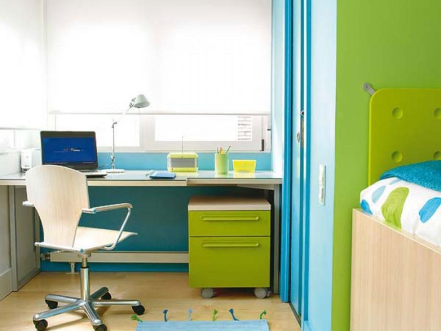 Детский письменный стол, регулируемый