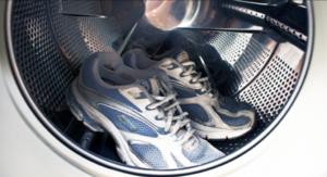 Кроссовки испачкались - как их постирать?