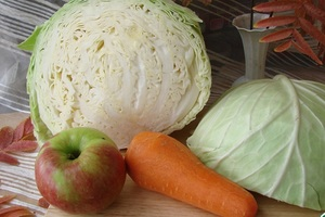 Выбор тары и подготовка ингредиентов для засолки капусты