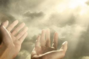Обращаться к ангелу можно своими словами и не только в сложных ситуациях, но и для благодарности