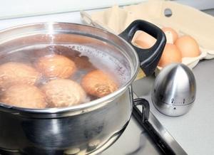 Варка яиц в кастрюле