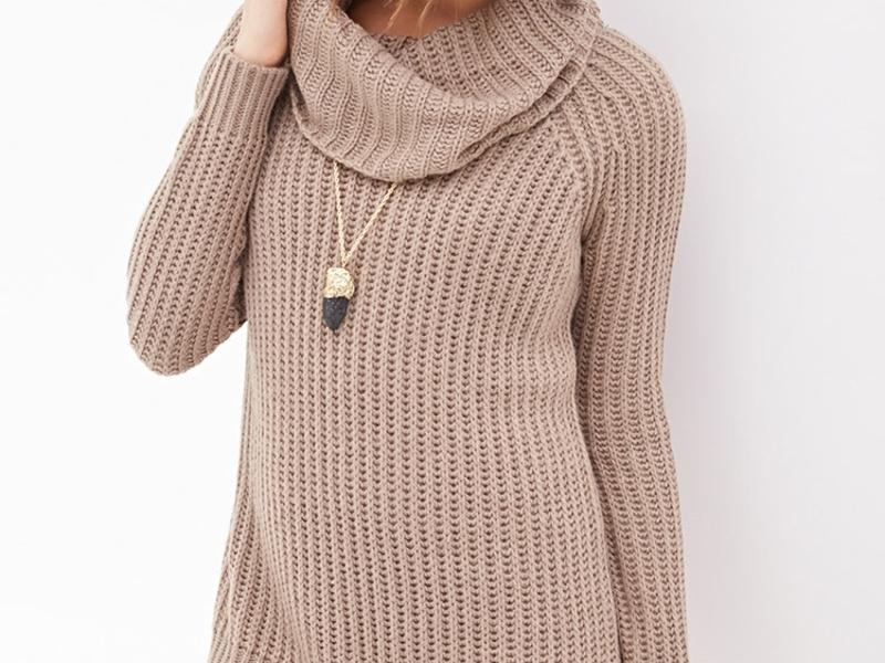 Модный вязанный свитер
