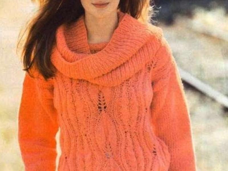 Коралловый свитер с воротником