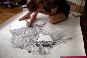 Рисование на ватмане различными художественными материалами