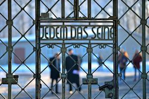 Надпись на воротах Освенцима