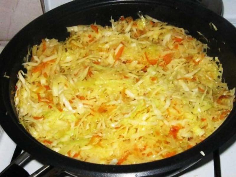 Как потушить капусту на сковороде