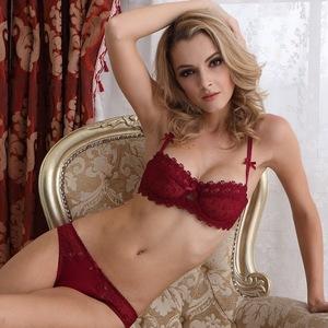 Выбор зависит только от предпочтений девушки, так как самое главное для нижнего белья — это удобство