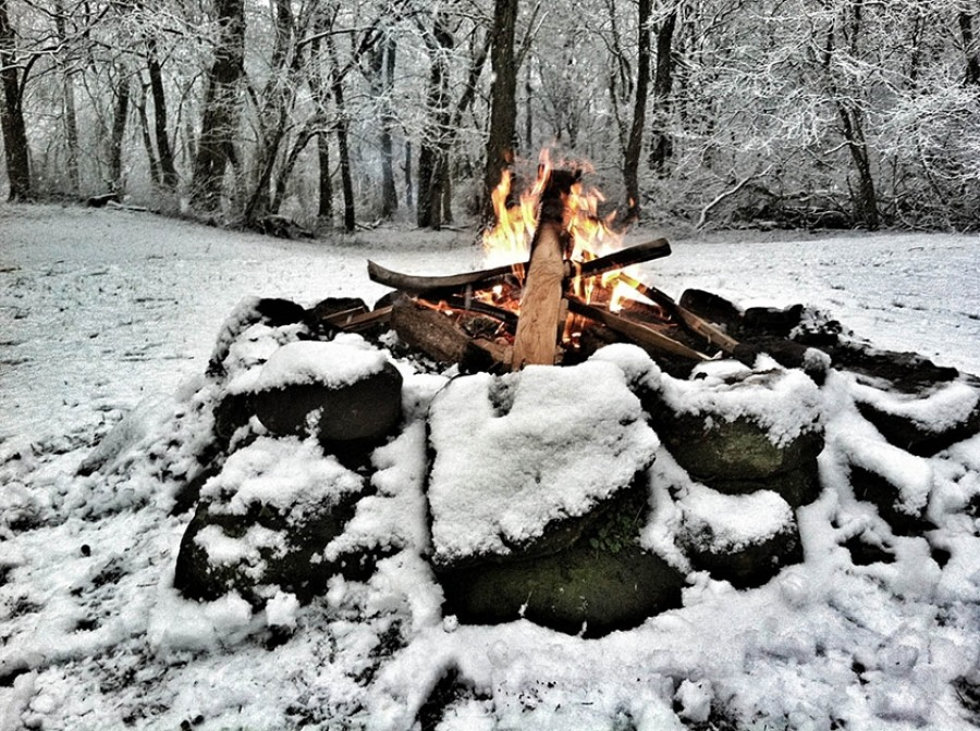 Как развести костер зимой