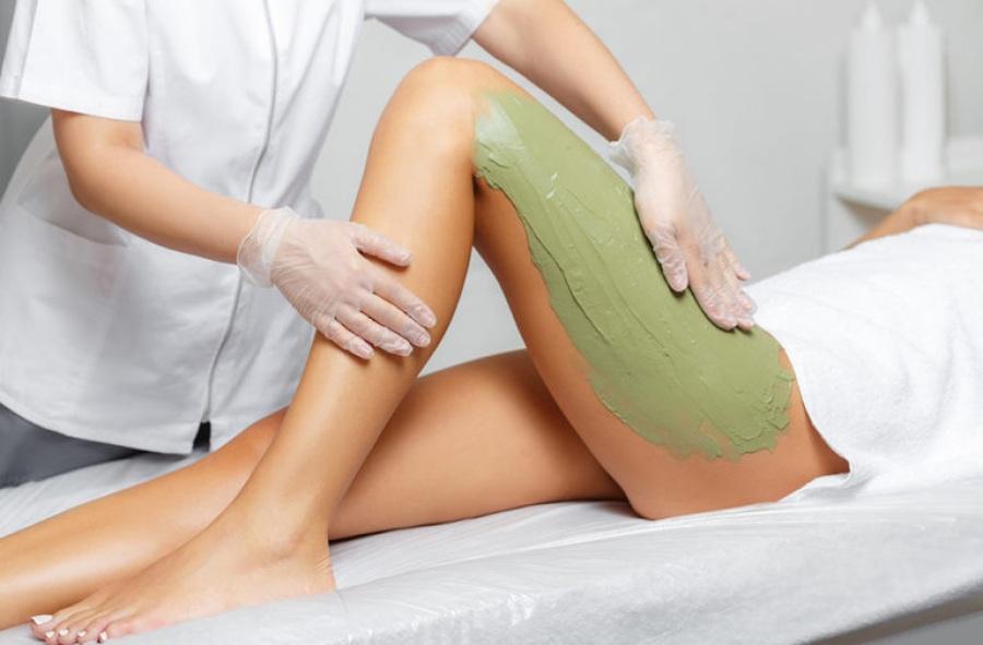 Как убрать целлюлит при помощи обертывания на ногах и попе