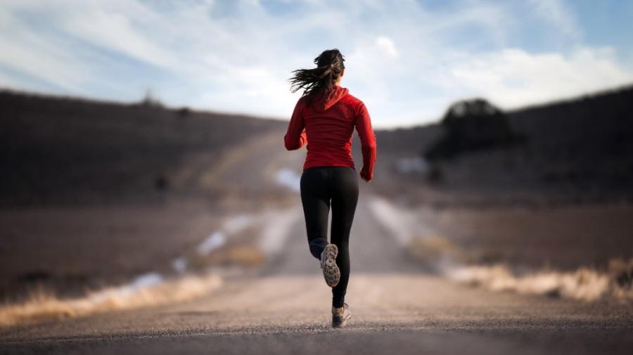 Создать мем пробежка, спортивные девушки бег, человек бежит ...