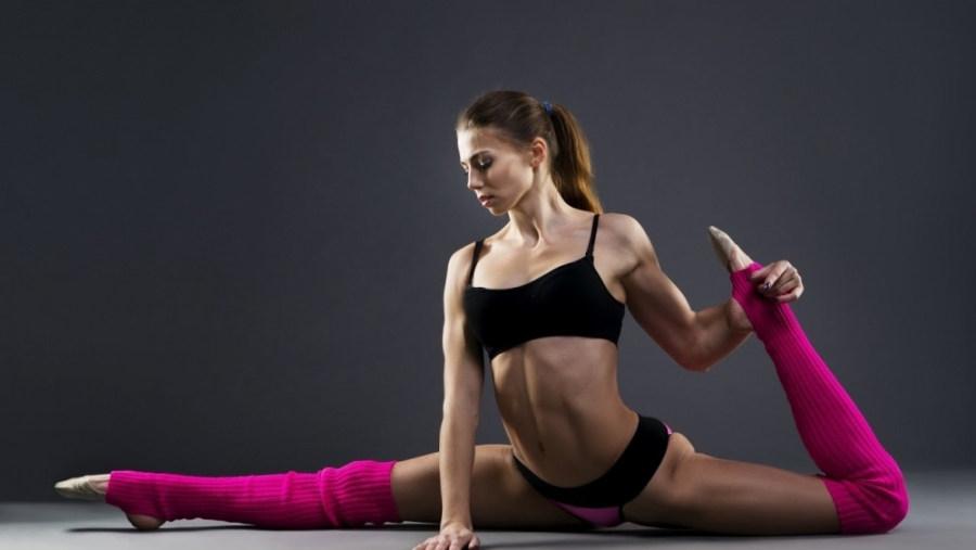 девушка блондинка фитнес