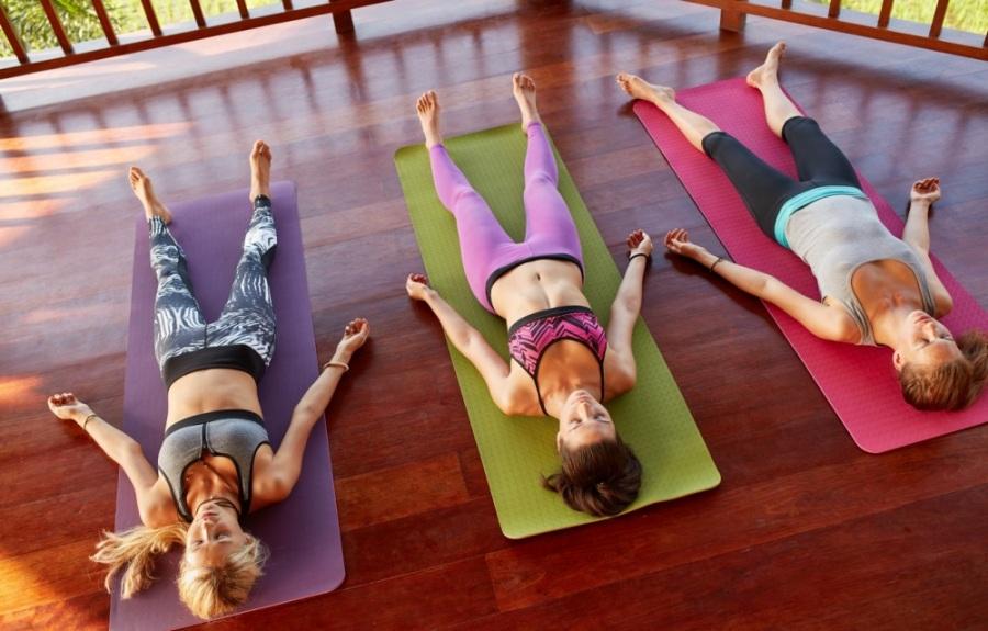 Обои девушки, медитация, йога, три, фигуры, терраса ...