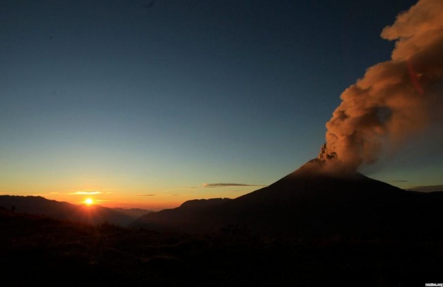 В Эквадоре случилось извержение вулкана